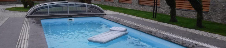 basen ze złożonym zadaszeniem