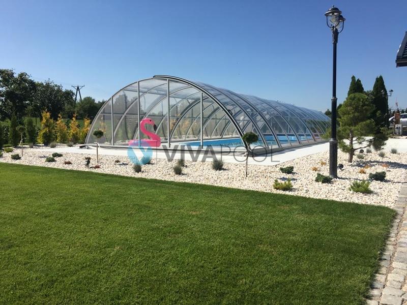 wykonczony basen z zadaszeniem w ogrodzie bialystok vivapool producent baseny wkopywane