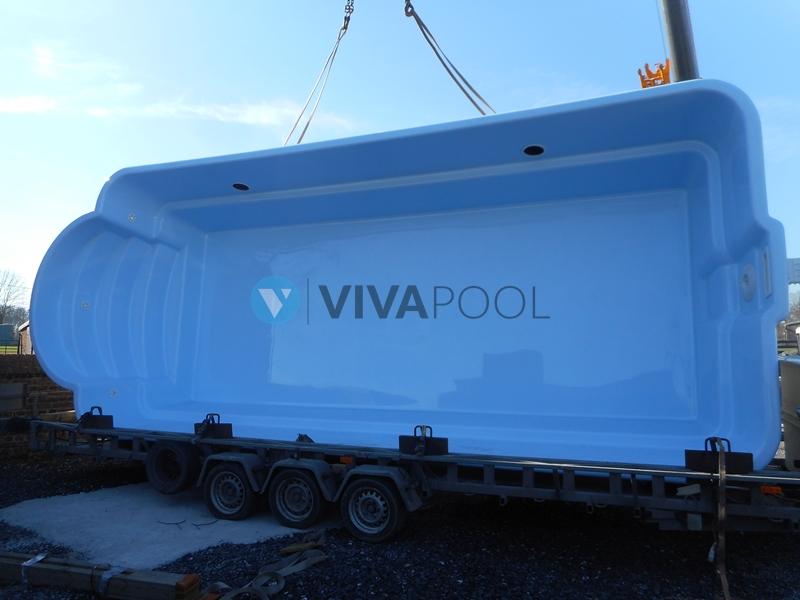 rozladunek basenu poliestrowego, budowa basenu vivapool